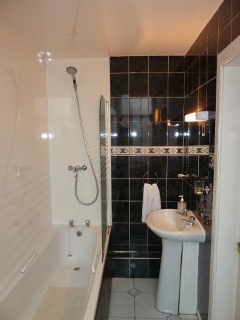 The Broughton Hotel: Bathroom