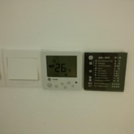 เรดิสสัน บลู โฮเต็ล พูดอง เซ็นจูรี่ พาร์ค: So hot in the room !