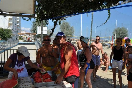Beach Egisto 38 : ferragosto cocomero bagno egisto 38 viserba