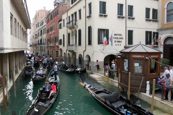 Hotel Violino d'Oro: Hotel Violino d' Oro from the canal bridge out front