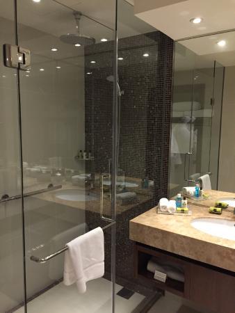 InterContinental Regency Bahrain : Shower