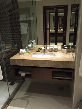 InterContinental Regency Bahrain: toilet