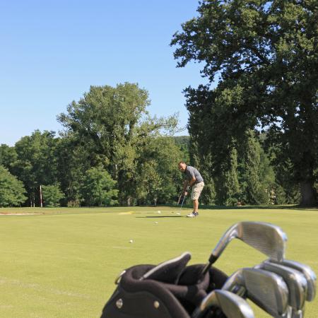 Résidence Mona Lisa - Le Domaine d'Albret : Practice & parcours de golf propre au Domaine du Golf d'Albret.