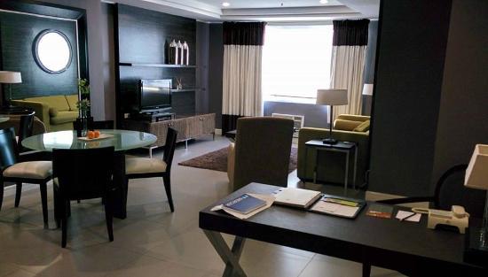 Astoria Plaza: living room