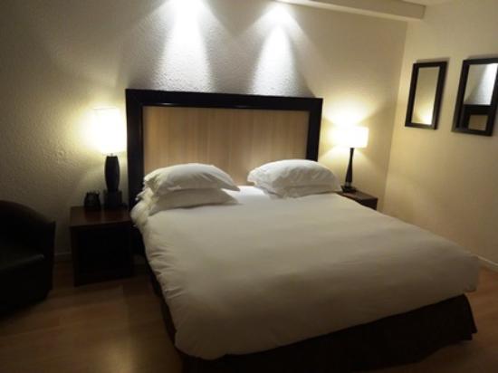 Hilton Paris Orly Airport: ベッド