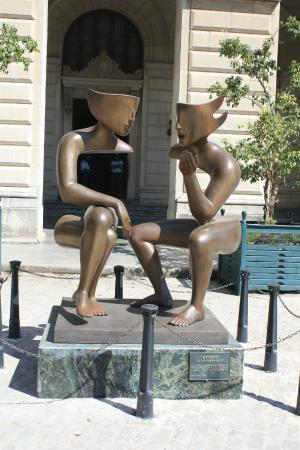Sculpture Conversation