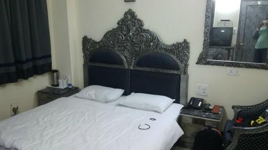 Hotel Sunstar Residency: Bed room