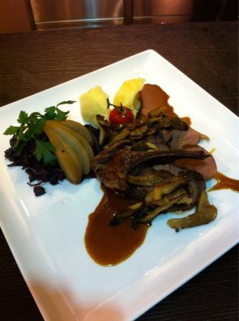 Le Clem's : Noisette de chevreuil rôti aux pleurotes