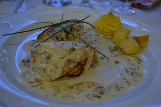 Ardshiel Hotel: Roulade of Chicken Peppers, Mushroom, Carrot with Tarragon Cream Sauce