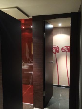 Atrium Hotel Mainz: Toilette und Blick auf Dusche Zimmer 511