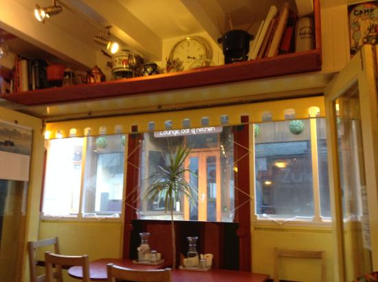 Larsson's Coffee House & Creperie : Inside