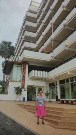 Aparthotel Club Bonanza: Вход в отель.