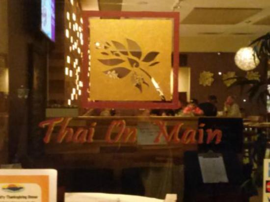 Thai On Main : The sign on the front door