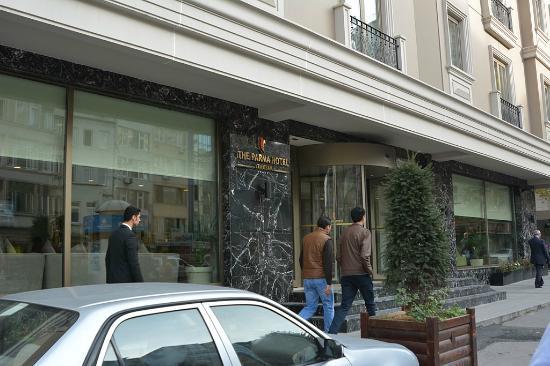 The Parma Hotel Taksim: Вход в отель