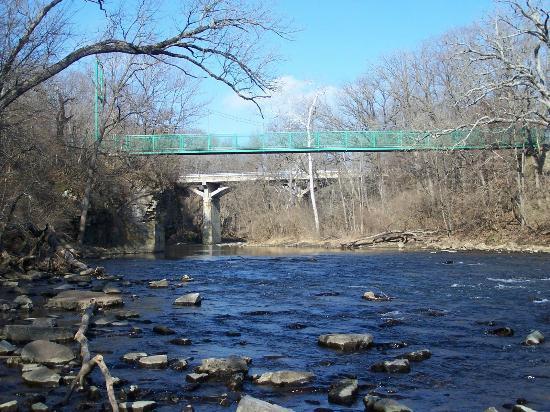 Kankakee River State Park: Suspension Bridge