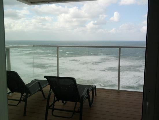 Island Suites Hotel : מבט על המרפסת
