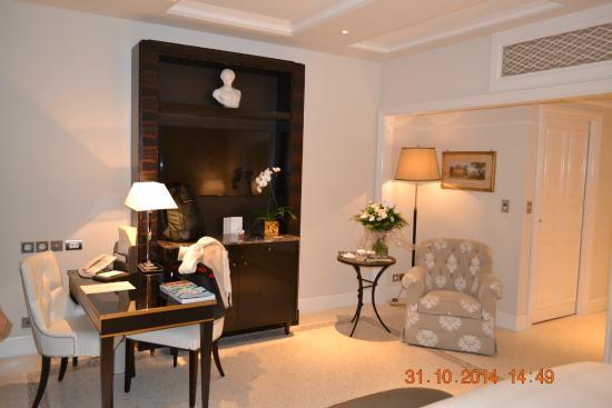 Palazzo Parigi Hotel & Grand Spa: sala da suite