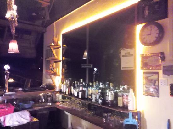 Kep Lodge Restaurant: New light at our bar