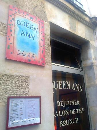 Вход в кафе Queen Ann