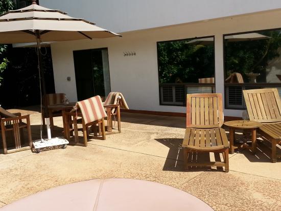 Eva Villa: poolside studio