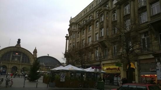 Frankfurt Hostel: panorama con vista stazione