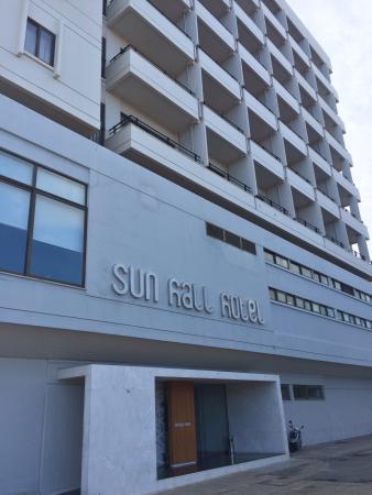 Sun Hall Hotel: Hotel main entrance