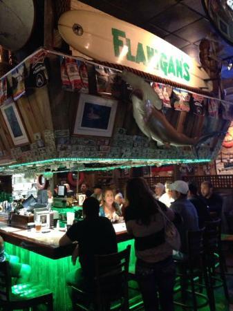 Flanigan's Seafood Bar and Grill: Flanigan's bar