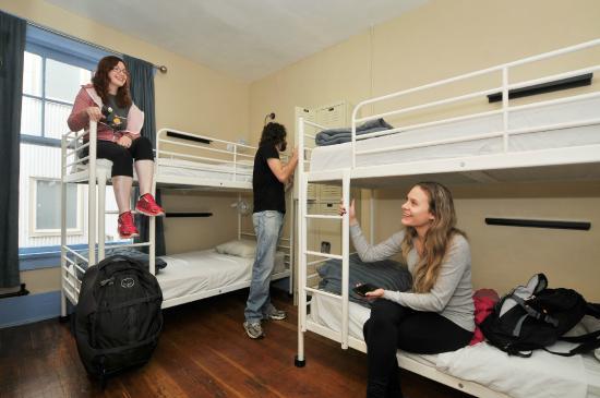 Samesun Vancouver: 4 Bed Dorm Room