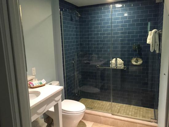 Naples Beach Hotel and Golf Club : Shower in Room in Florida Building
