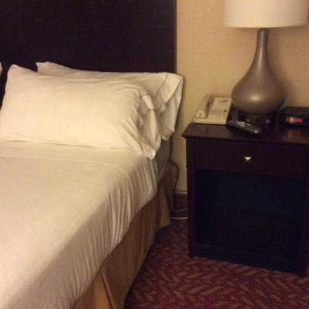 Holiday Inn Express Vernon: Bed
