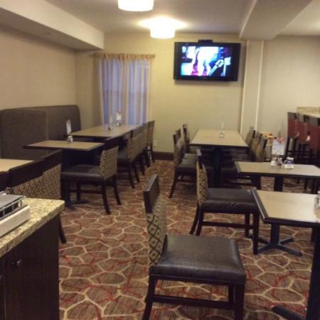 Holiday Inn Express Vernon: Breakfast room