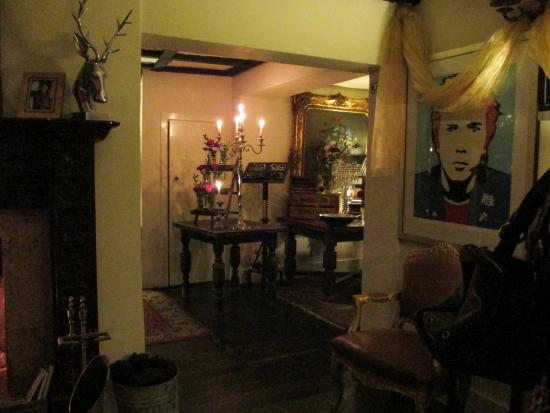 Hilltop Hotel : bar area
