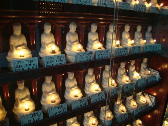 Inwangsan Mountain: Pequenas estátuas