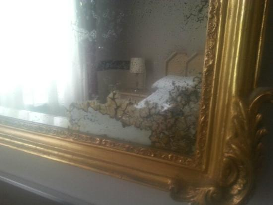 "Hotel San Valentino: ""винтажное"" зеркало"