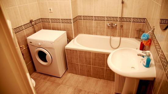 Hostel Skadarlija Sunrise: 2 bed room apartment bathroom