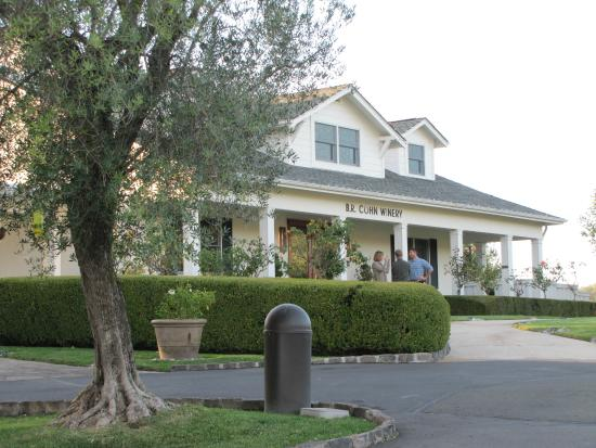 B.R. Cohn Winery: The tasting room from the outside