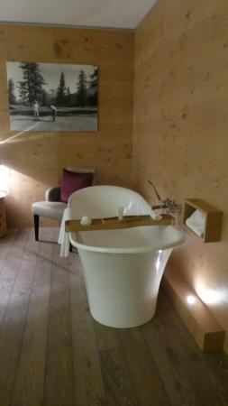 Giardino Mountain: Bathtub in the room