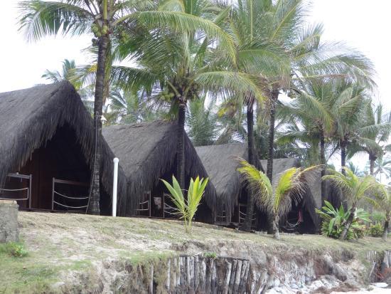 Eco Village Indaia : Chalés de frente para o mar