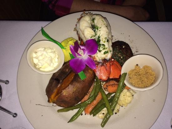 Chip's Sanibel Steakhouse : Surf and Turf
