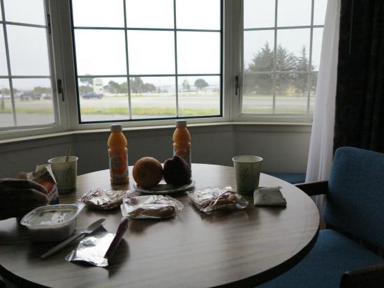 Harbor View Inn: завтрак можно взять в номер