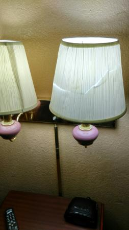 Americas Best Value Inn - San Antonio Downtown I-10 East: Teared lamp shade