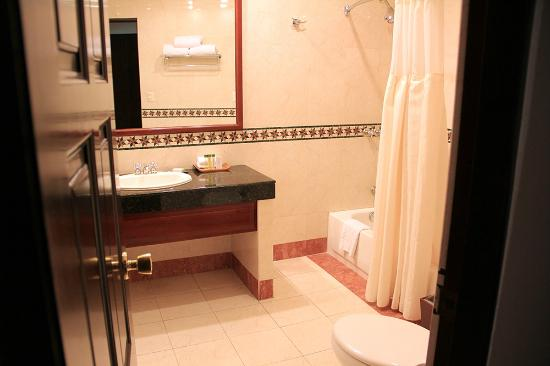 DoubleTree by Hilton Hotel Cariari San Jose : bathroom