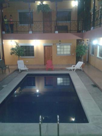 Aparta Hotel La Casona de Fabiana: piscina