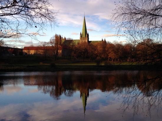 Trondheim, Norwegen: Reflections from across the river.