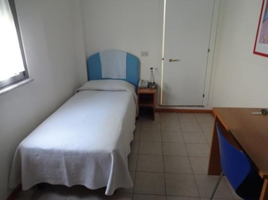 Hotel La Roccia: ベッド