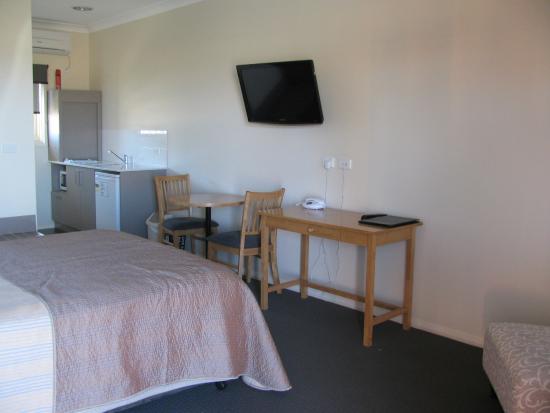 Bishops Lodge Motor Inn: unit