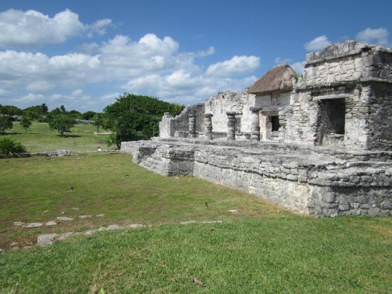 Tulum Avenue: Ruins