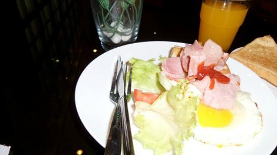 The Victory Executive Residence: Breakfast
