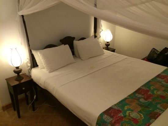 Mango House: Bed