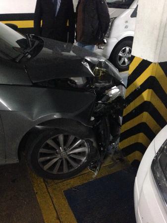 Exe Santafe Boutique Hotel : mi vehiculo estrellado por el valet parking del hotel